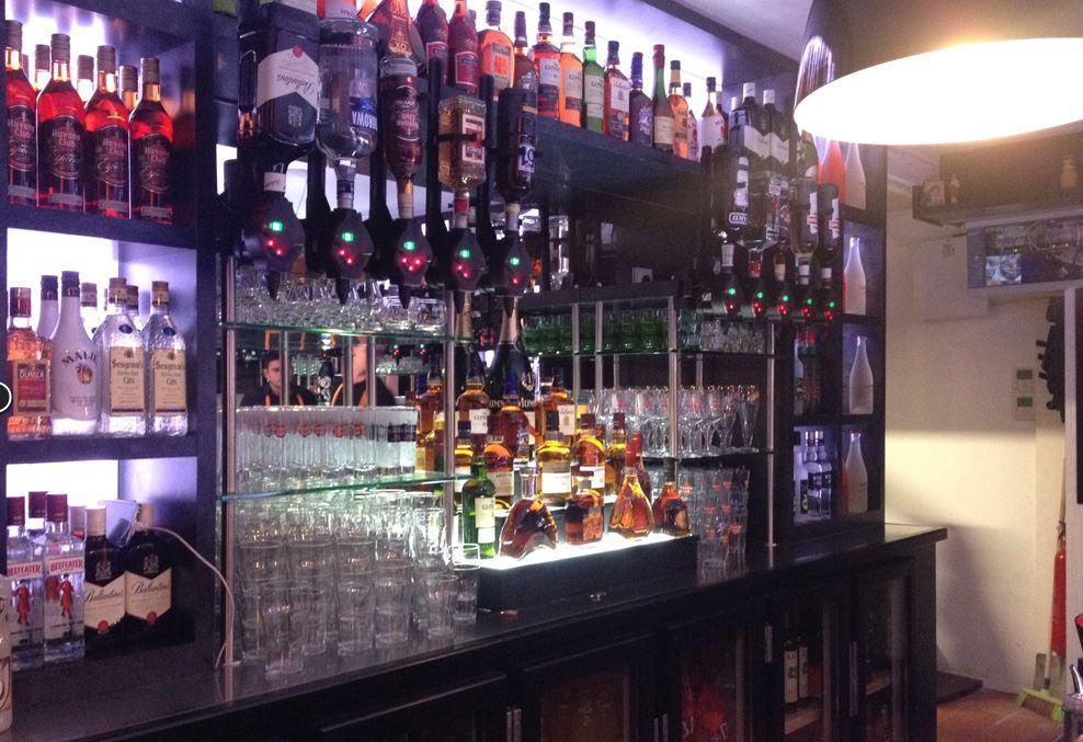 Inox ou plastique pour votre doseur d'alcool ?